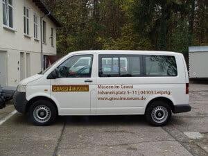 Fahrzeugbeschriftung Grassi Museum für einen Transporter